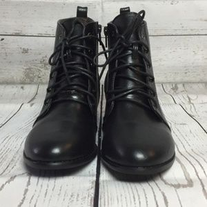 Vegan Leather Ankle Boots in Black, Size 8 EUC
